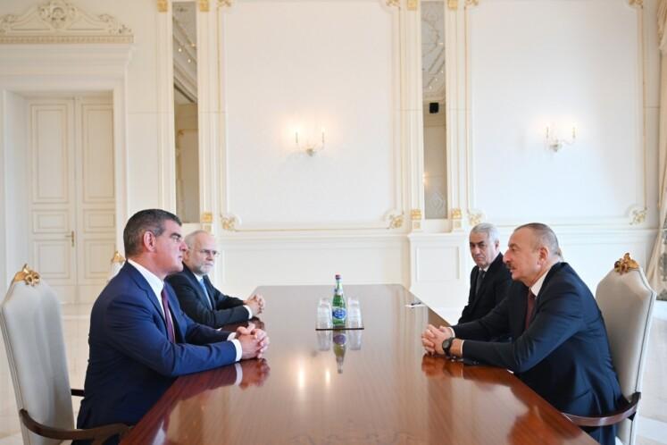 """Prezident İlham Əliyev """"Stadler Rail AG"""" şirkətinin direktorlar şurasının sədrini qəbul edib"""